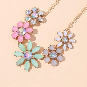 NEW RADICAL RIZZO VIBRANT FLOWER BOHO STATEMENT NECKLACE